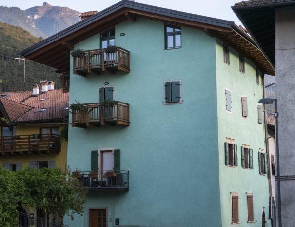 La-Casa-Verde-Apartment-Background-min (1)