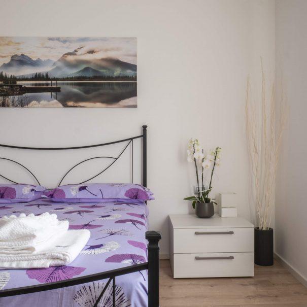La Casa Verde Apartment - Bedroom cozy squared-min