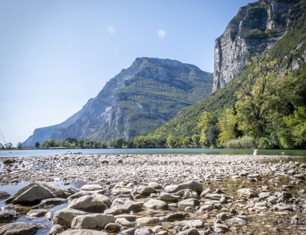 Il nostro paesaggio arricchito dalla presenza di molti laghi, come quelli di Cavedin, di Lagolo e il famoso Lago di Garda