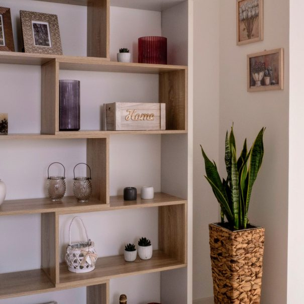 La Casa Verde Apartment - Mirror in the Aisle detail