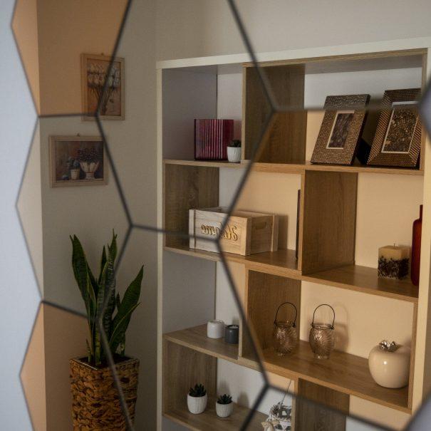 La Casa Verde Apartment - Mirror in the Aisle-min